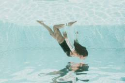 shooting photo sous l'eau en piscine extérieure