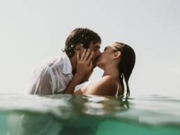 photo mariage dans l'eau à la mer